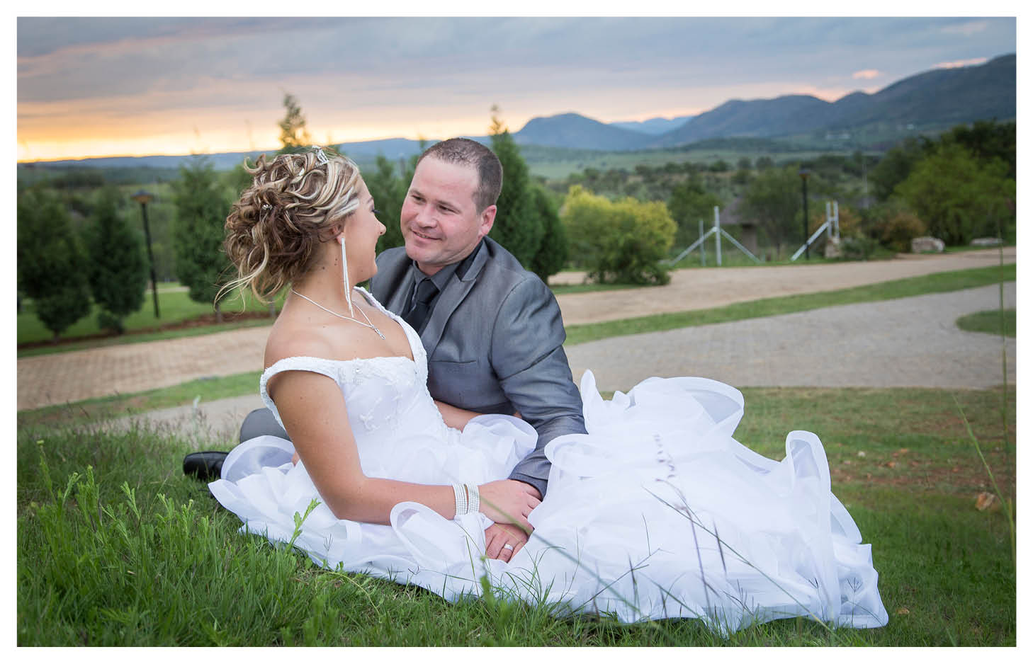 bride and groom with beautiful sunset and mountain background at La WiiDA Lodge