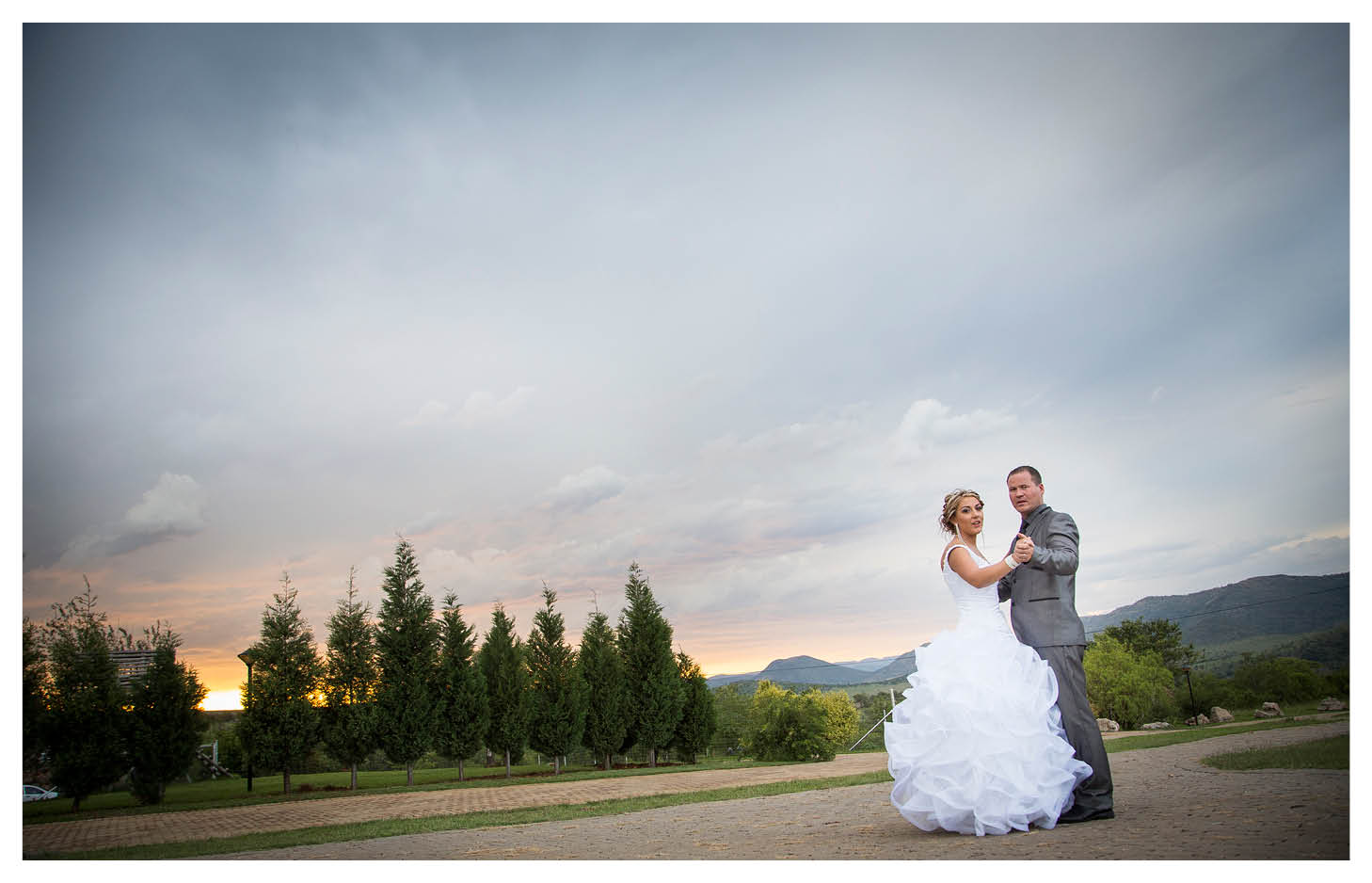 bride and groom dancing with sunset background at La WiiDA Lodge