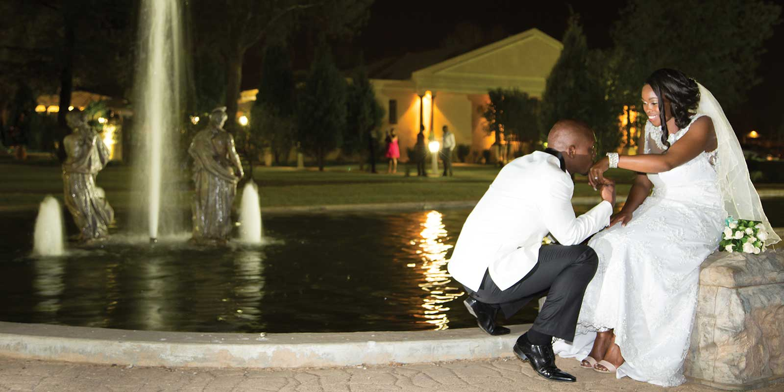 wedding couple in evening at fountain